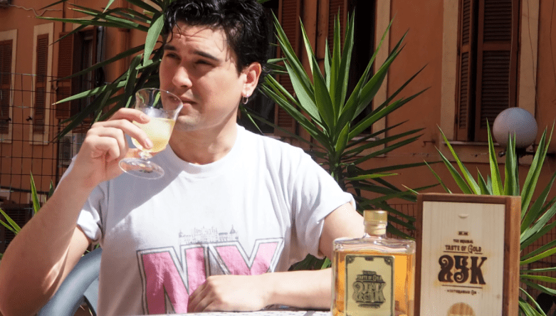 VICE MUNCHIES – I tried an Italian gin with 24-carat gold flakes inside